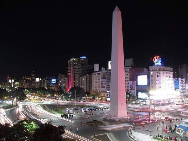 Obelisco de Buenos Aires de noche
