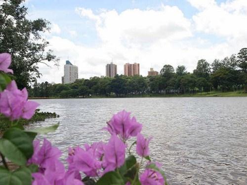 Lago de la Republica en Ciudad del Este
